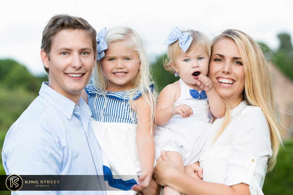 Family pictures and family picture ideas by charleston for Family of four photo ideas