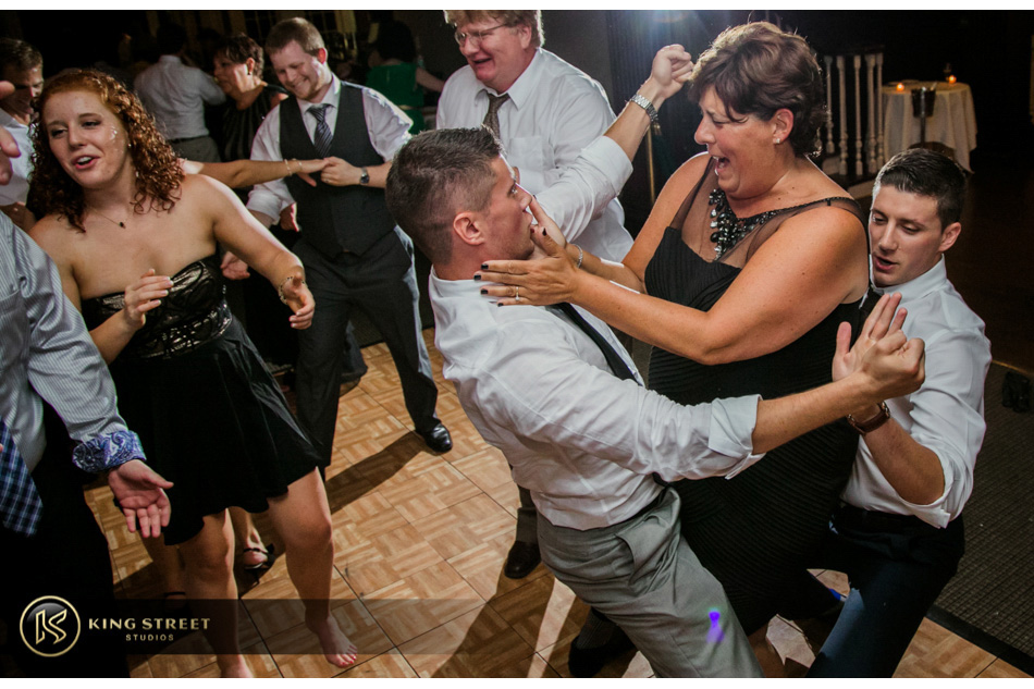 wedding pictures, wedding reception pictures and wedding reception ideas, wild dunes golf club by charleston wedding photographers king street studios