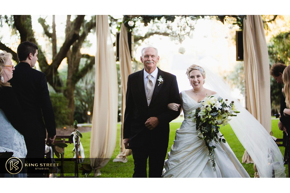 charleston weddings, charleston wedding photography, wedding pictures and wedding photos at legare waring house by charleston wedding photographers king street studios 17
