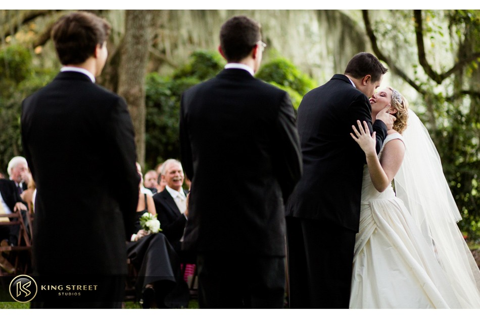 charleston weddings, charleston wedding photography, wedding pictures and wedding photos at legare waring house by charleston wedding photographers king street studios 27