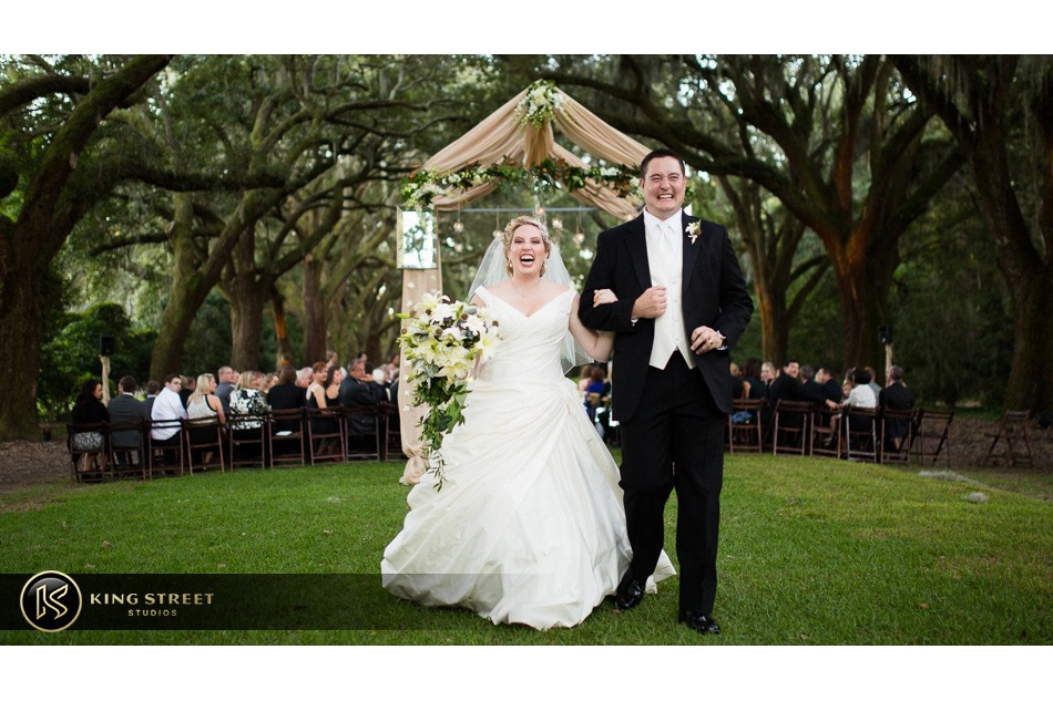 charleston weddings, charleston wedding photography, wedding pictures and wedding photos at legare waring house by charleston wedding photographers king street studios 31