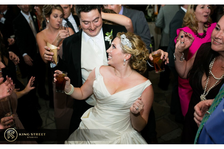 charleston weddings, charleston wedding photography, wedding pictures and wedding photos at legare waring house by charleston wedding photographers king street studios 43