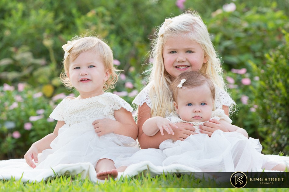 family pictures, family picture ideas, family photographers in charleston sc, family photography at boone hall plantation by charleston family photographers king street studios  (2)